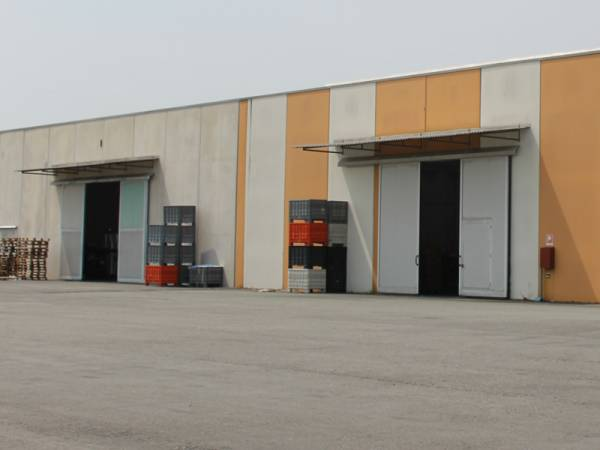 esterno magazzino di stoccaggio per materiale di filtraggio