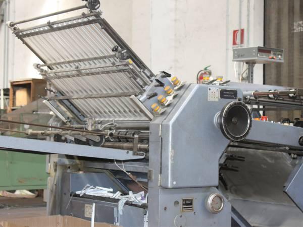 macchinario di taglio e rifinizione per mailing service